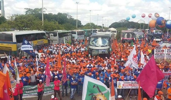 SINDICATO TÊXTIL PARTICIPA DE MANIFESTAÇÃO EM BRASÍLIA